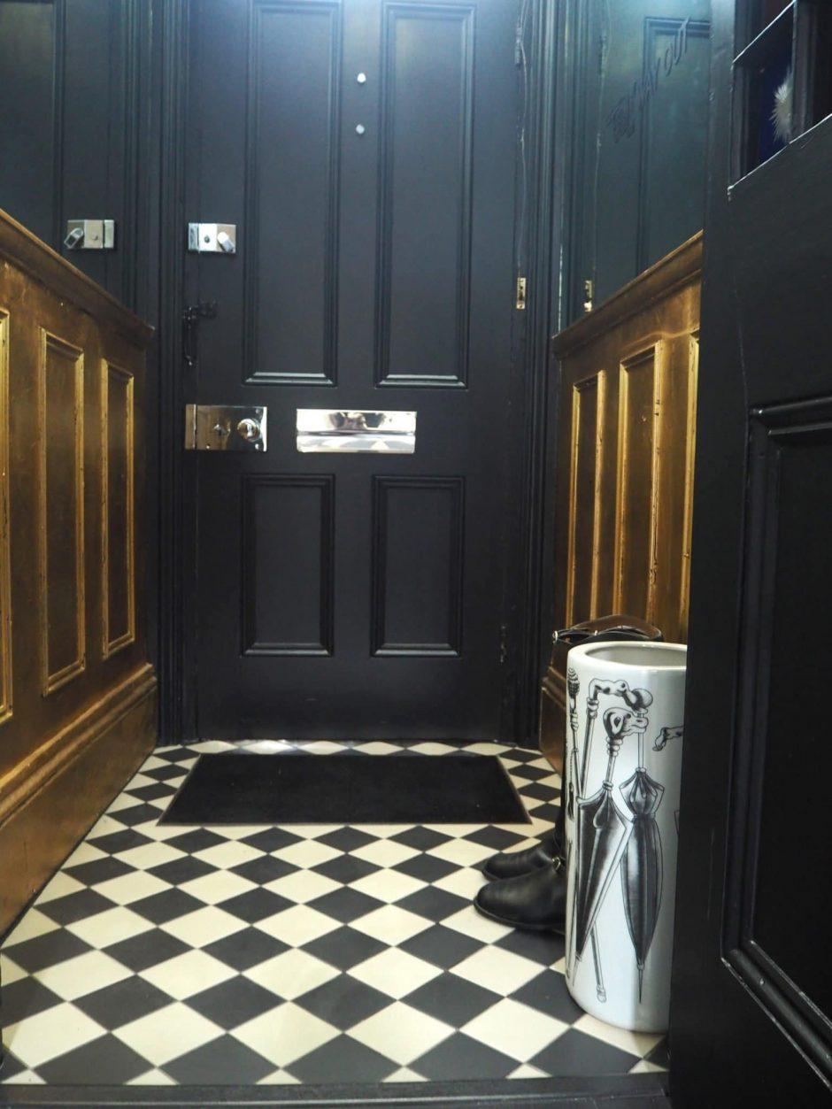 How to do monochrome interiors